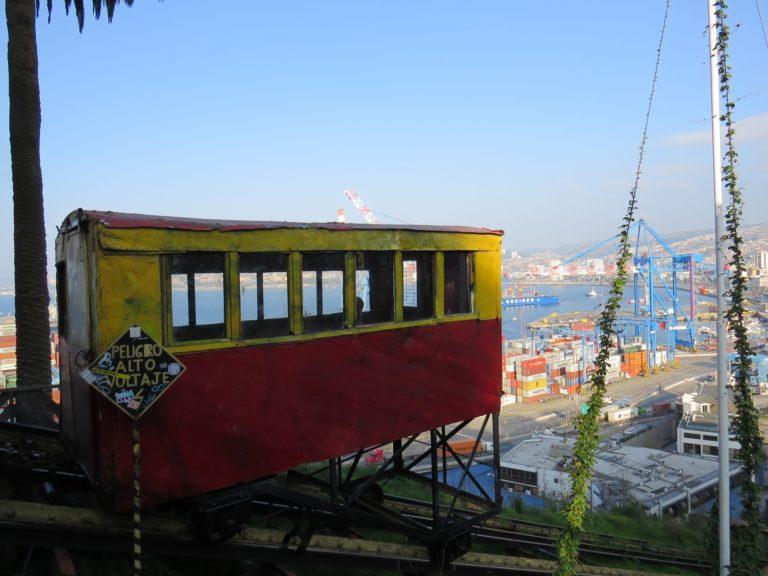 Valparaiso: montée dans les «ascensores»