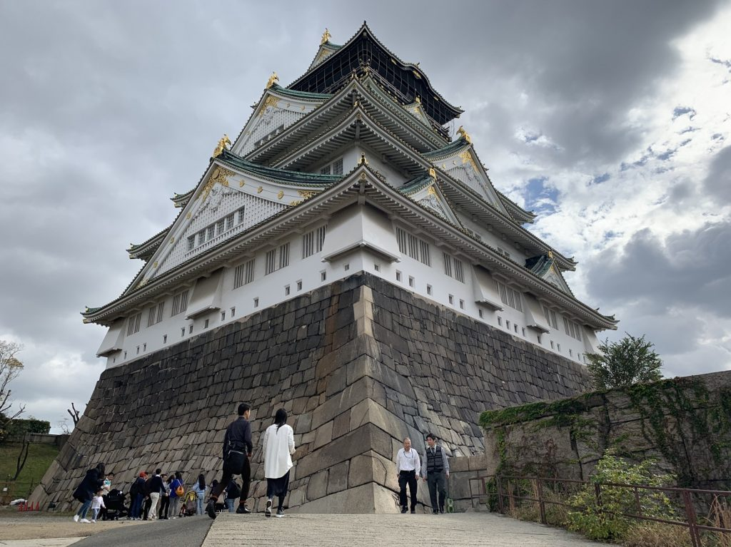 Château d'Osaka vu d'en bas