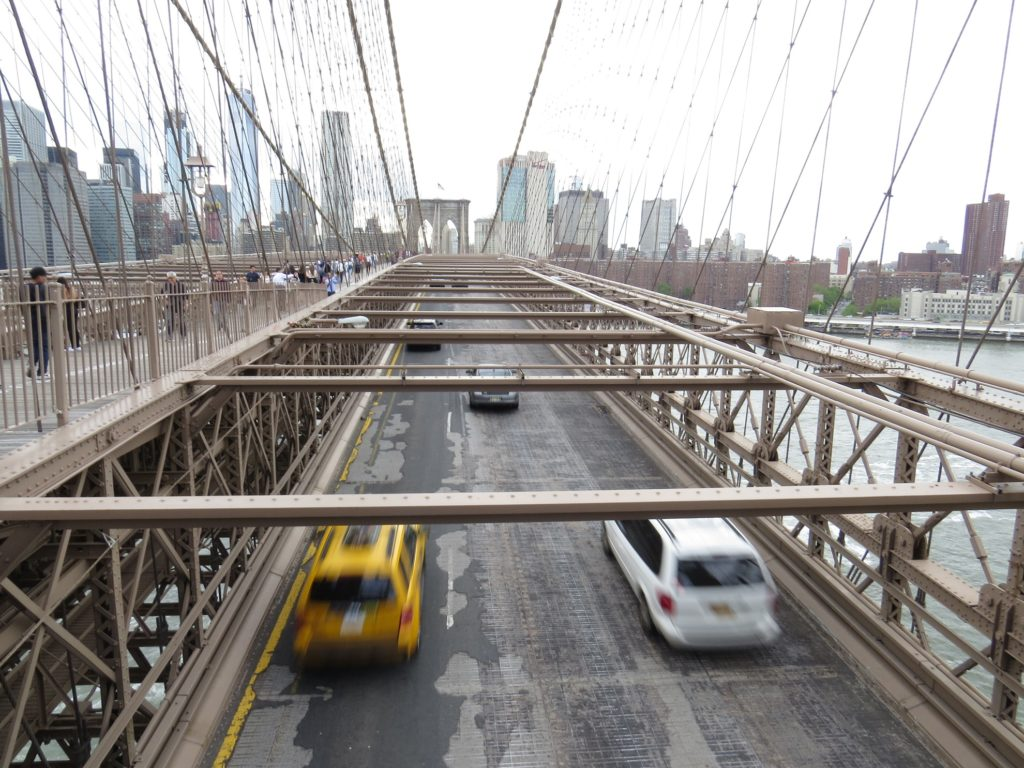 Taxi sur le pont de Brooklyn