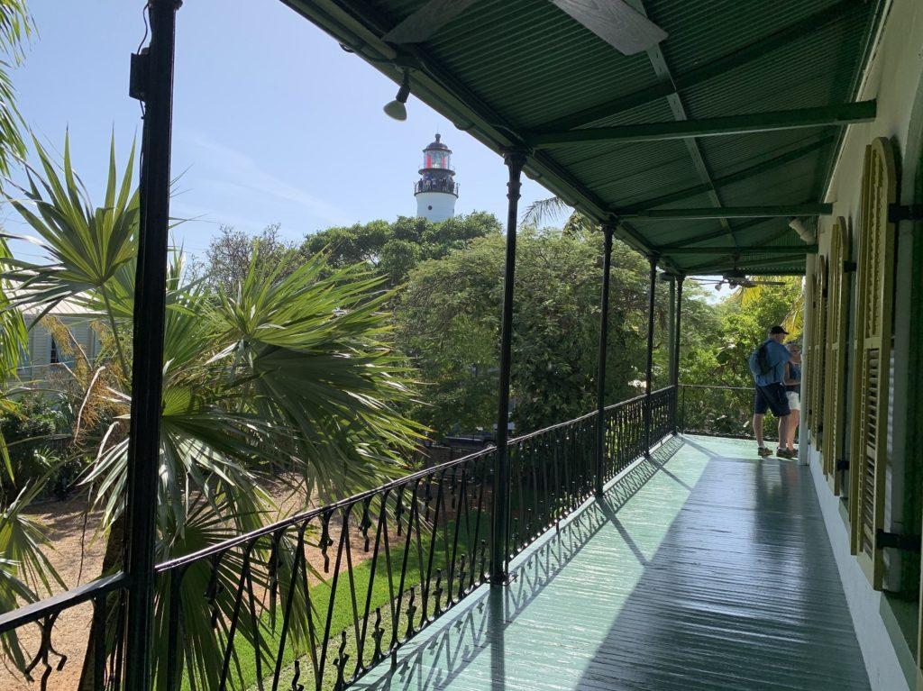 Terrasse avec vue sur le phare